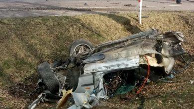 Doprowadził do czołowego zderzenia. Jego BMW rozpadło się na dwie części. Dwie osoby nie żyją (fot.Policja Lubelska)