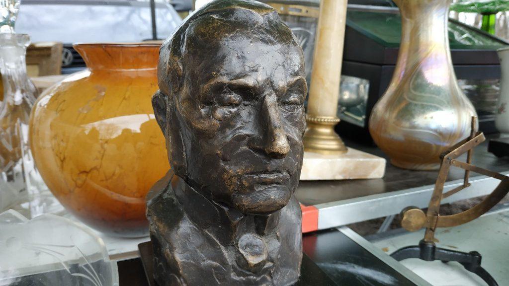 Pięknych przedmiotów, a czasem dziwnych - ale na pewno kolekcjonerskich - można na giełdzie w Bytomiu znaleźć mnóstwo