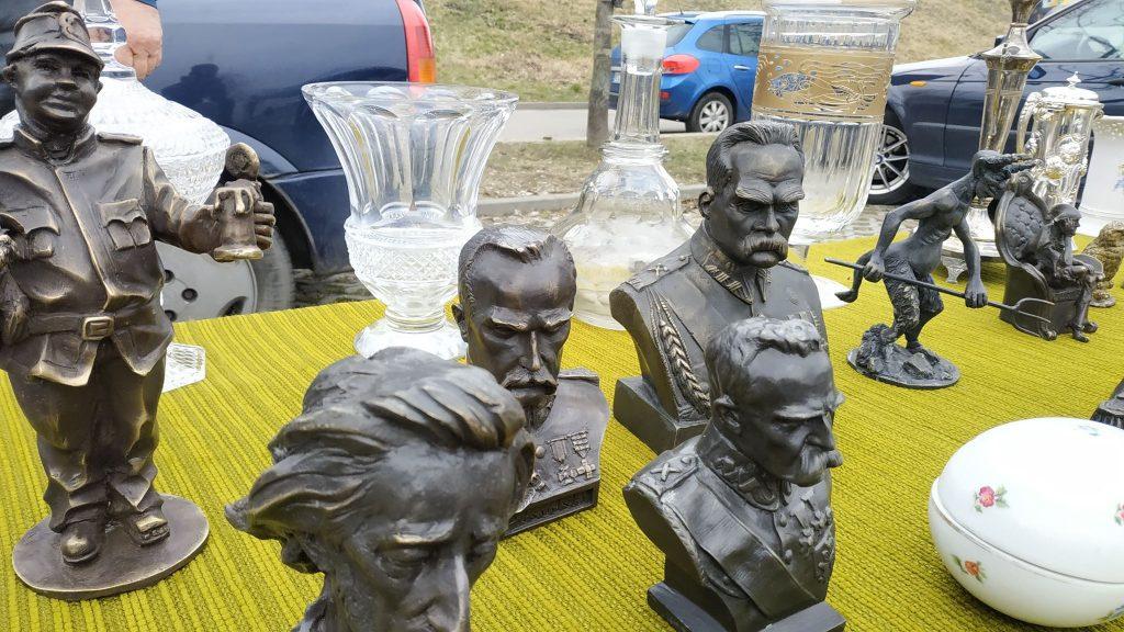 Marszałek Piłsudski ramię w ramię z Dobrym Wojakiem Szwekiem? Giełda staroci w Bytomiu nie takie rzeczy już widziała ;)