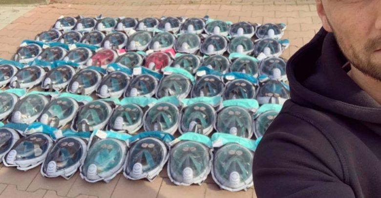 Maski ze znanej sieci sklepów sportowych, które dla szpitali załatwił Litewka. [fot. Łukasz Litewka]