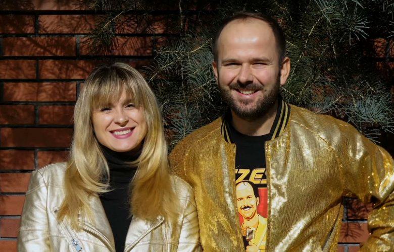 Zapraszamy na kolejne wydanie Śląskiej Karuzeli w Telewizji TVS! Wsiadajcie i sprawdźcie, z kim dzisiaj muzycznie kręcą się Kajra i Sławomir!
