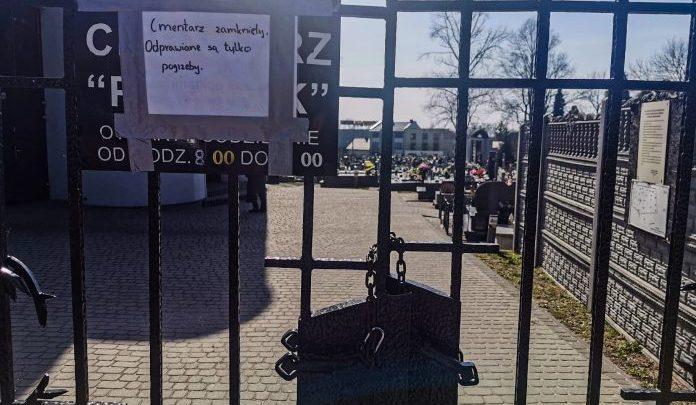 Koronawirus: w Jaworznie zamknięto cmentarz. Na drugi dzień... go otwarto. Fot. jaw.pl
