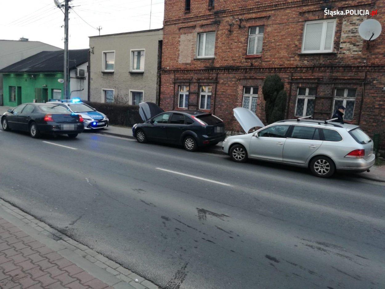 Zatrzymane przez Policję samochody podejrzanych mężczyzn. [fot. Śląska Policja]