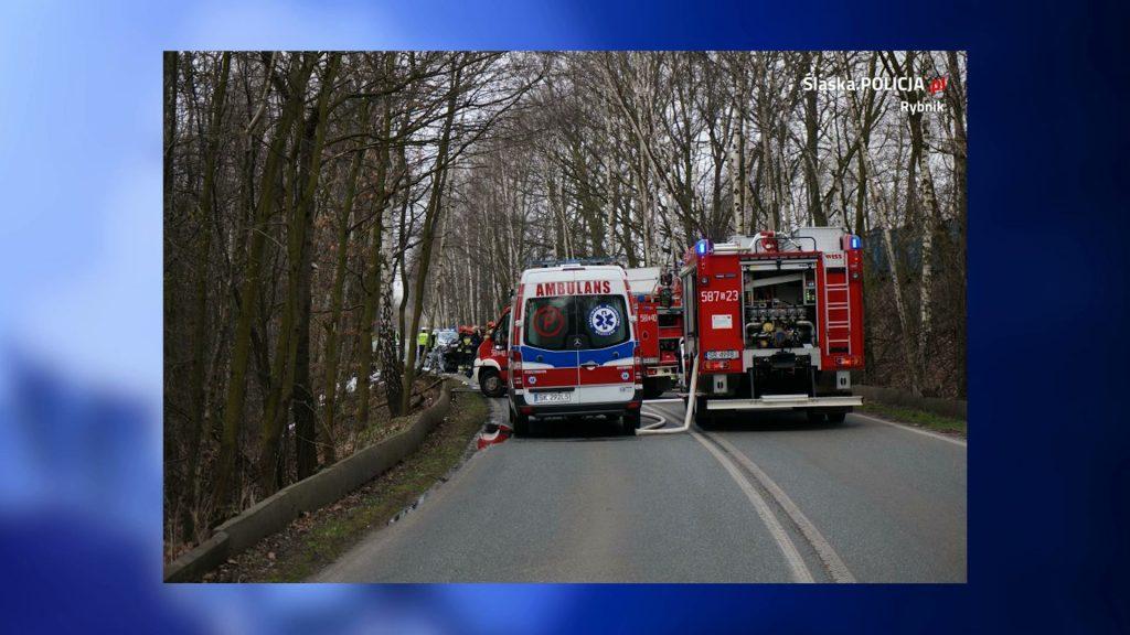 Rybnik: Kierowca zginął w płonącym samochodzie. ZDJĘCIA z miejsca tragedii