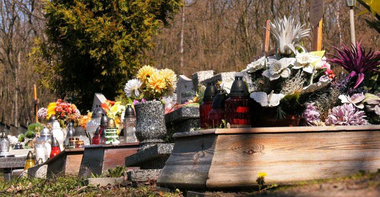 Śląskie cmentarze zamknięte przez koronawirus, a za wstęp mandat? Tylko w teorii