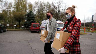 Fundacja TVS włącza się w walkę z koronawirusem. Maseczki i żele dla pogotowia w Katowicach