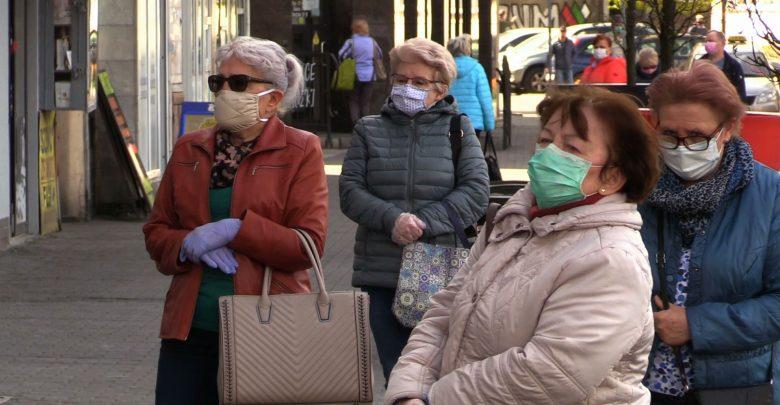 Coraz więcej miast w woj.śląskim rozdaje bezpłatnie swoim mieszkańcom maseczki ochronne