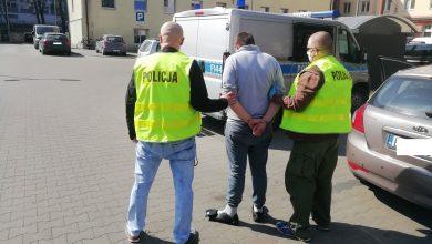 Pobili mężczyznę, bo nie spodobało im się to, że przechodzi na czerwonym świetle (fot.KMP Łódź)
