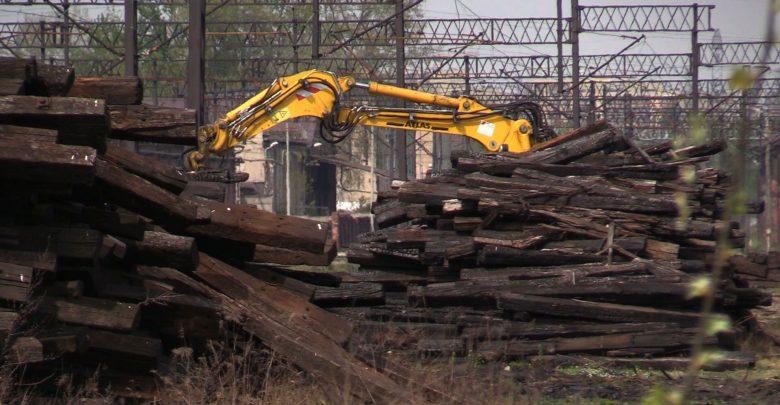 Potężny pożar w Katowicach! Po raz czwarty w ciągu miesiąca paliły się podkłady kolejowe w Szopienicach
