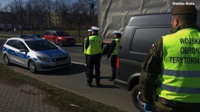 Śląskie: Policjanci i żołnierze WOT pilnują, czy nie łamiecie rządowych obostrzeń! (fot.Śląska Policja)