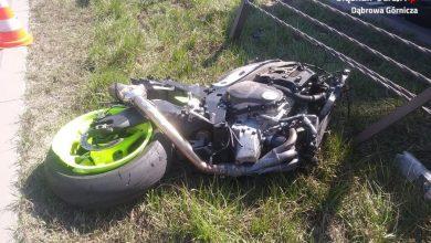 Tragiczny w skutkach wypadek motocyklisty w Dąbrowie Górniczej. Na DK-94 zginął młody mężczyzna. 32-letni motocyklista uderzył w bariery energochłonne (fot.KMP Dąbrowa Górnicza)