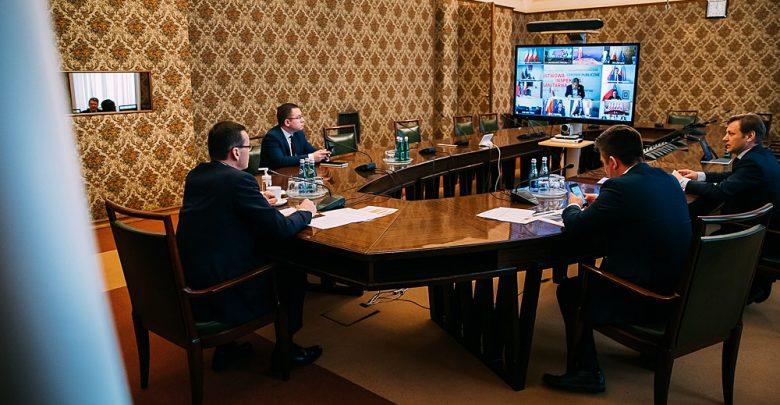 Premier Mateusz Morawiecki podczas dzisiejszej konferencji prasowej poinformował, co dalej z programem 500+ i jakie następne pomysły ma rząd na rozruszanie gospodarczej stagnacji, wywołanej epidemią koronawirusa (fot.KPRM/facebook)