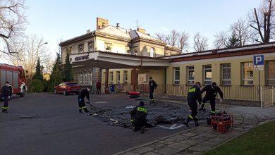 Namioty do triażu pacjentów stanęły przed szpitalami w woj.śląskim [FOTO]