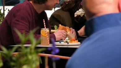 Można jeść na świeżym powietrzu, bądź w lokalu. Dziś swoje podwoje otworzyły restauracje, kawiarnie i bary