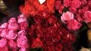 Kwiaty, perfumy, biżuteria a może zwykłe spotkanie? Jaki jest najlepszy prezent na Dzień Matki?