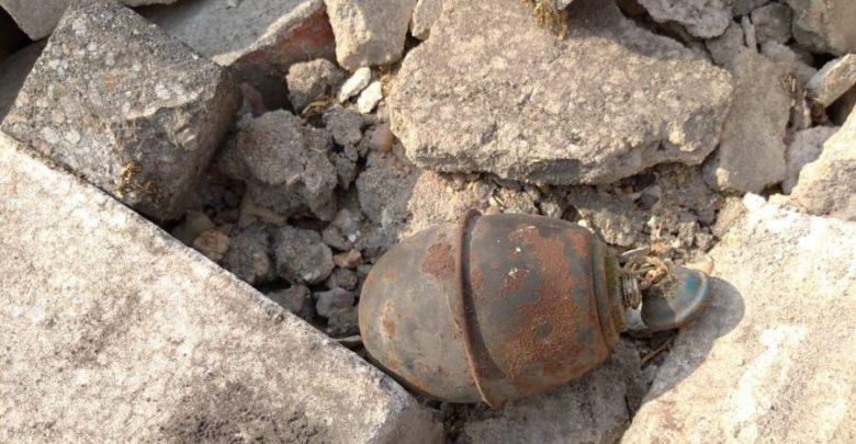 Mieszkaniec Lublińca w trakcie prowadzonych prac rozbiórkowych budynku gospodarczego, natrafił na granat oraz kilkanaście sztuk amunicji