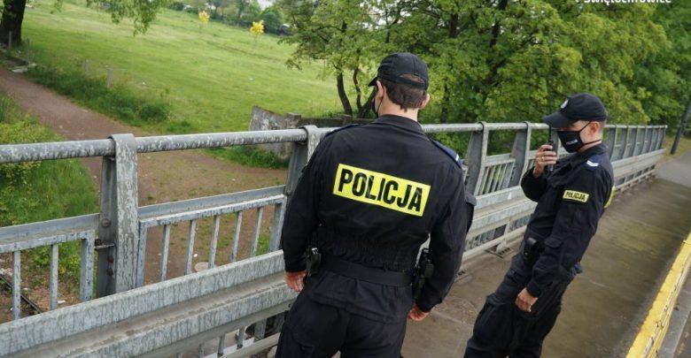 Śląskie: Chciała się zabić, bo miała problemy z chłopakiem. Policjanci uratowali 21-latkę (fot.Śląska Policja)