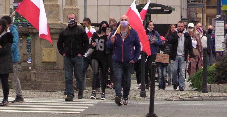 """Spacerowy """"protest"""" w Katowicach. """"Kochamy wolność"""" [WIDEO]"""