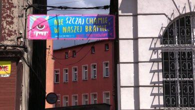 Śląskie: NIE SZCZAJ CHAMIE W NASZEJ BRAMIE. Gdzie wisi taki kontrowersyjny baner?