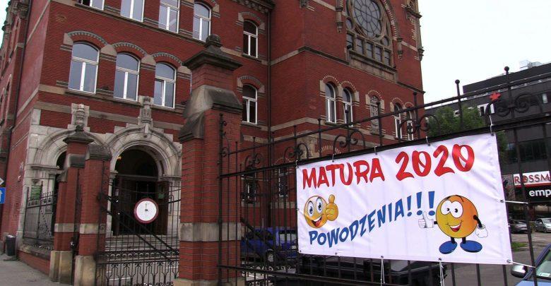 Matury 2020: Stres z tematami i stres z koronawirusem. Jak poszły na Śląsku?