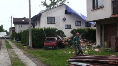 Trąba powietrzna w Kaniowie zniszczyła lub całkowicie zerwała 17 dachów na budynkach mieszkalnych i uszkodziła dwa budynki gospodarcze