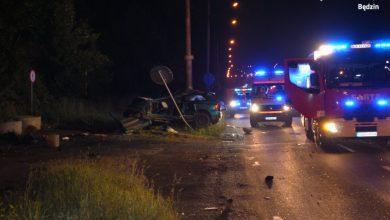 Będzin: Wypadł z drogi i uderzył w latarnię. Kierowca mazdy i jego pasażerka nie żyją (fot.KPP Będzin)