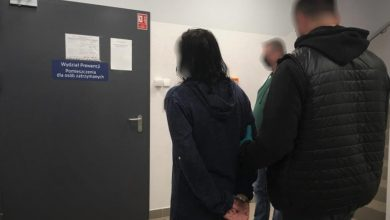 37-latka i 32-latek zatrzymani, w związku z włamaniami do odkurzaczy, znajdujących się w myjniach samoobsługowych. [fot. Śląska Policja]