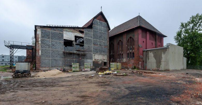 Bytom: Rewitalizacja obiektów po byłej KWK Rozbark. Na jednej z elewacji budynku kotłowni powstaje ścianka wspinaczkowa (fot.UM Bytom)