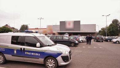 Straż Miejska z Pszczyny kontroluje supermarkety. Fot. UM Pszczyna