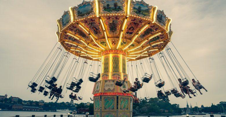 Parki Rozrywki otwarte dla turystów! Tłumy przez Energylandią i Legendią [WIDEO]