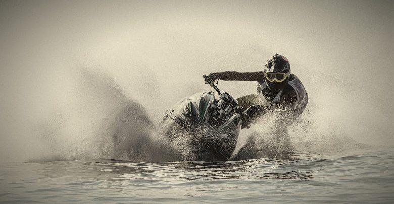 Koniec ze skuterami wodnymi na Zalewie Rybnickim? Jest projekt uchwały. [fot. www.pixabay.com]