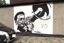 Mural z Trzaskowskim w Katowicach już zniszczony. Nie oparł się wandalom nawet 1 dzień!