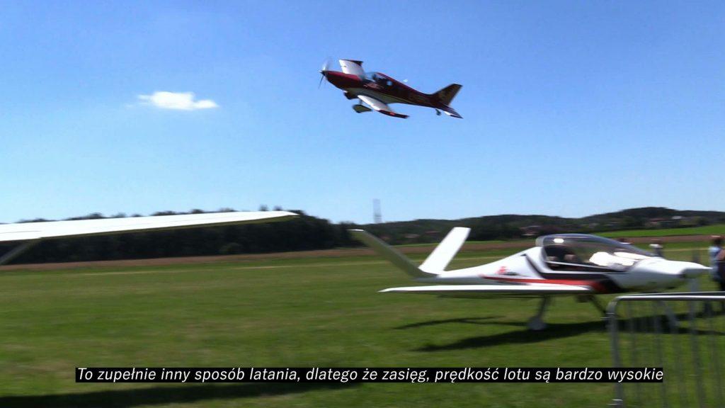 Lotnicza niedziela w Rybniku. Na terenie tamtejszego aeroklubu odbyły się loty testowe samolotu Risen 914Turbo. To samolot ultralekki wykonany w całości z włókna węglowego z chowanym podwoziem i potężnym silnikiem