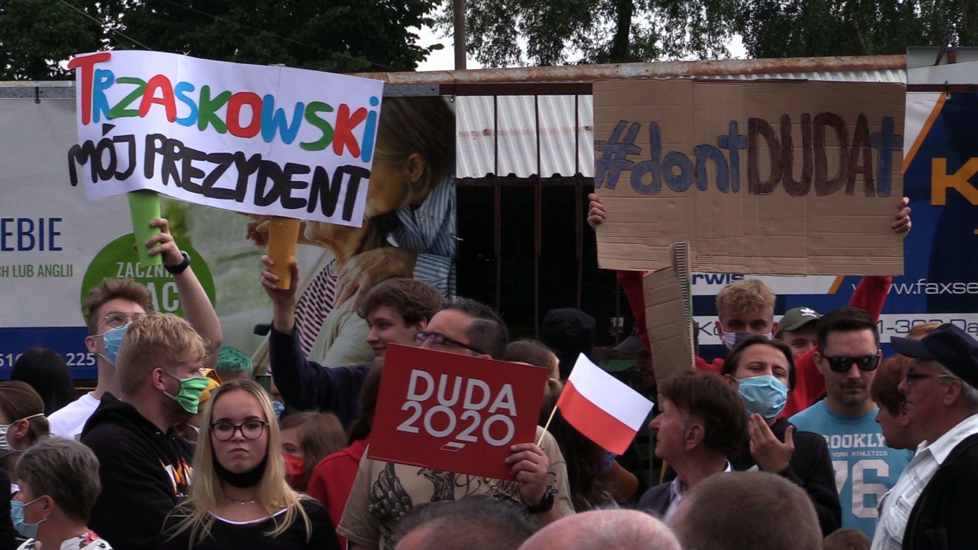 Andrzej Duda z wizytą w województwie śląskim. Witali go zwolennicy jak i przeciwnicy [WIDEO]