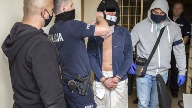 Biegał po ulicy, demolował ogródki piwne, zaatakował przypadkową kobietę, łamiąc jej oczodół. 35-latek był pod wpływem narkotyków (fot.policja.pl)