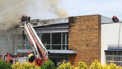 Mysłowice: Płonie salon Forda. Trwa akcja gaśnicza (fot.czytelnik)