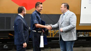 Bohater ze śląskiej policji – uratował kobietę na przejeździe kolejowym