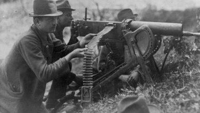 III-powstanie-śląskie-powstańczy-ciężki-karabin-maszynowy-Maxim-wz.-1908-na-podstawie-saneczkowej-w-akcji-nad-Odrą źródło foto: Narodowe Archiwum Cyfrowe