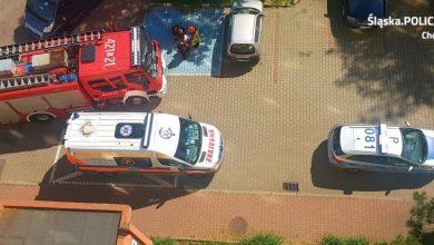 Chorzów: 45-latka chciała skoczyć z dachu. Uratowała ją policja. Fot. Śląska Policja