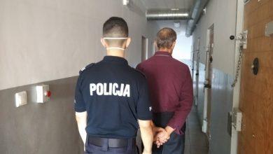 Racibórz: Zaatakował swoją ofiarę paralizatorem, później ją okradł. 63-latek został aresztowany (fot.Śląska Policja)