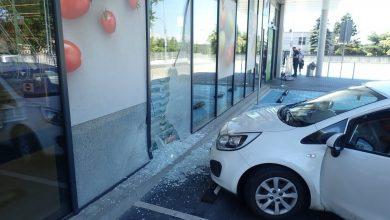 Rybnik: Pomylił gaz z hamulcem i wjechał do marketu (fot.Śląska Policja)