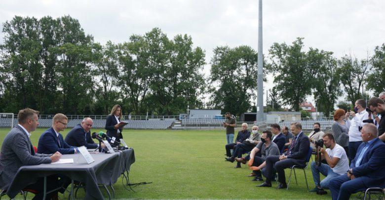 Umowa podpisana. Miasto rozbuduje stadion Rakowa i wyda na to 17,5 mln zł. Fot. UM w Częstochowie