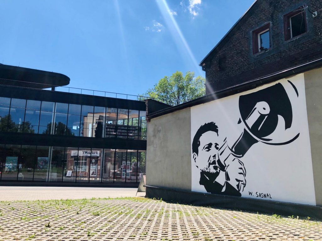 Na ścianie jednego z budynków w katowickiej dzielnicy Dąb, powstał nowy mural. Politycznie zaangażowany - bowiem na ścianę trafił Rafał Trzaskowski foto: Regionalny Sztab Rafała Trzaskowskiego