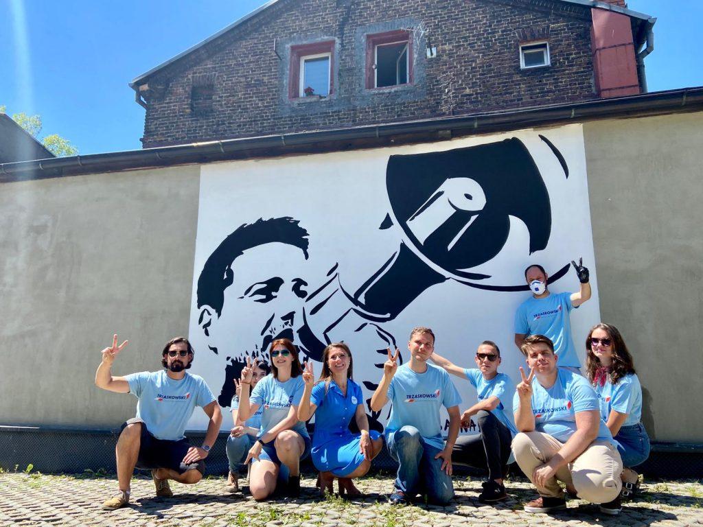 Nowy mural pojawił się w Katowicach. Rafał Trzaskowski na muralu na ścianie familoka w Dębie foto: Regionalny Sztab Rafała Trzaskowskiego