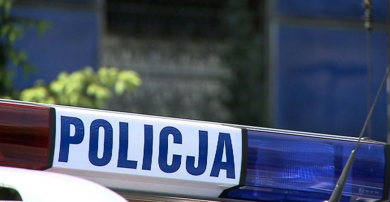 Śląskie: Zaatakował policjantów arkuszem blachy oraz metalową furtką z ogrodzenia. Grozi mu 10 lat więzienia