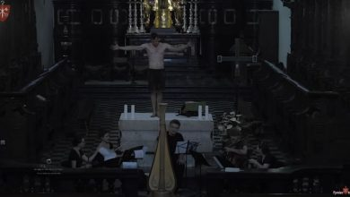Półnagi mężczyzna zaczął tańczyć na ołtarzu w kościele! [WIDEO] Potem zatańczyła z nim policja (fot,youtube.com/tyniec tv)