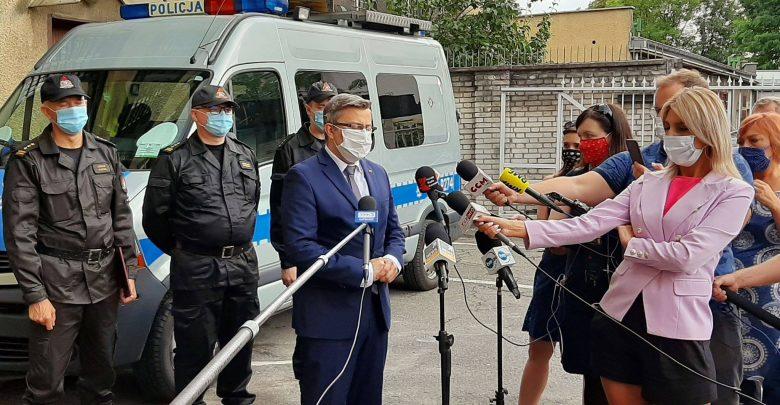 Wojewoda Śląski składa kondolencje rodzinom ofiar wypadku na DK 88 (fot.facebook Jarosław Wieczorek Wojewoda Śląski)