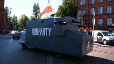 Wóz pancerny KORFANTY przejechał przez Katowice. To 100. rocznica II Powstania Śląskiego
