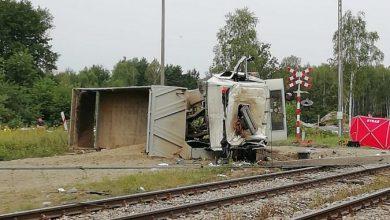 Zderzenie ciężarówki z pociągiem. Kierowca zginął na miejscu (fot.Policja Podkarpacka)