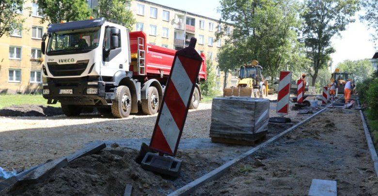 Piekary Śląskie: Powstają kolejne miejsca parkingowe przy ulicy Alojzjanów (fot.UM Piekary Śląskie)